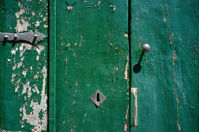De groene deur van Abbazia di San Michele Arcangelo