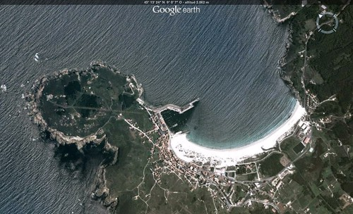 Faro, porto e praia de Laxe