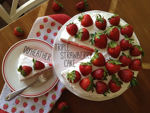 triple strawberry cake by ceck0face
