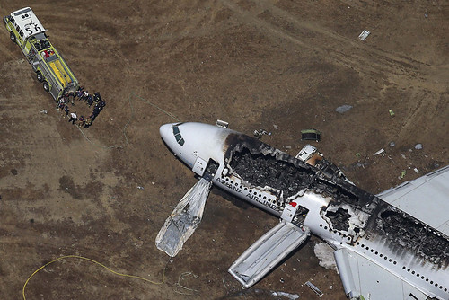Dos muertos y al menos 130 heridos deja aterrizaje forzoso de avión en San Francisco