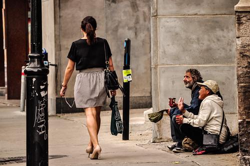 homeless vs passerby ホームレス