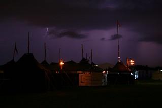 Blitz über Schwarzzelten