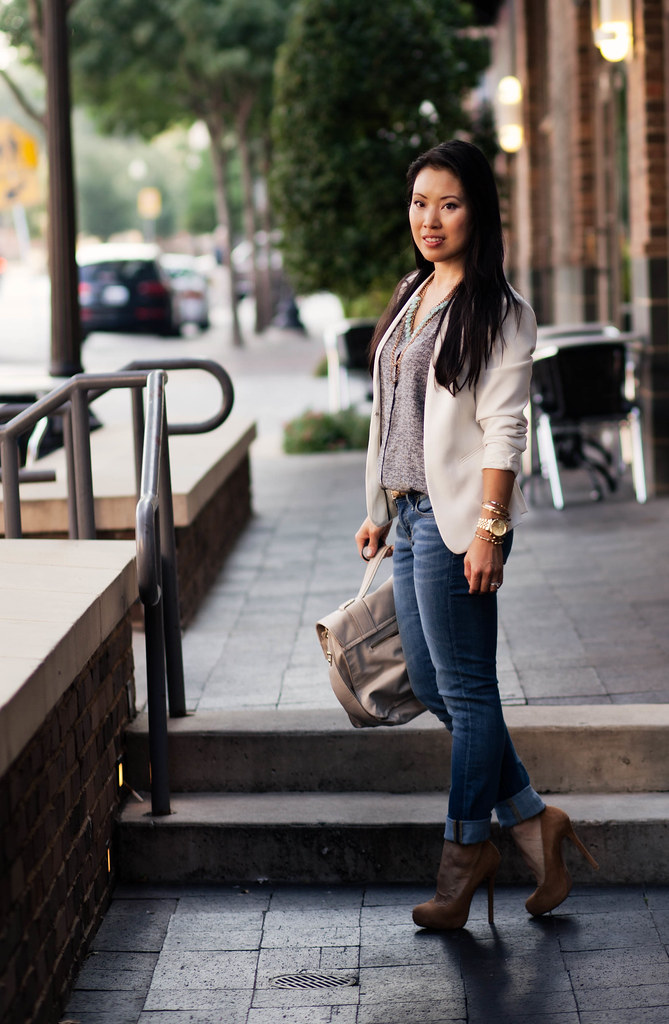 white blazer, joie printed tank, gap always skinny rolled jeans, mustard pumps outfit #ootd