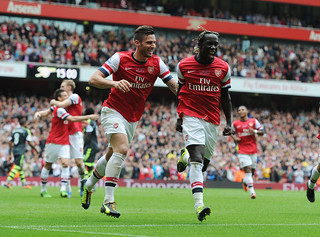Bacary Sagna celebrates scoring the 3rd Arsenal goal