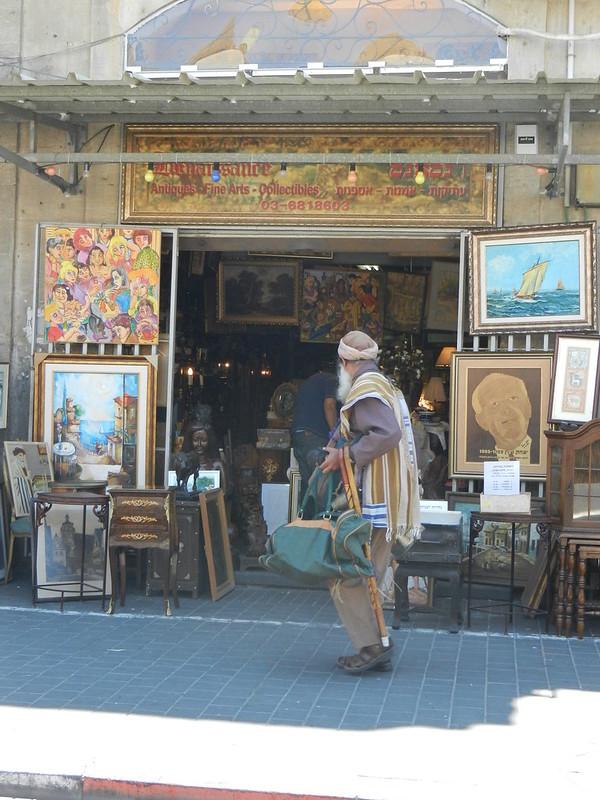 Блошинный рынок Яффо. Торговец