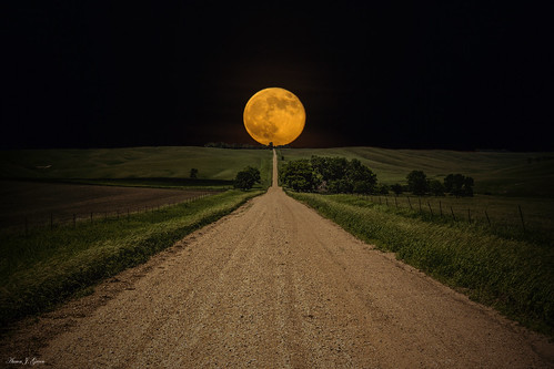 sunset moon june southdakota zoom top country best telephoto moonrise dirtroad gravelroad viral roadtonowhere 2013 270mm 500px supermoon aaronjgroen homegroenphotography aarongroen homegroenphotographycom