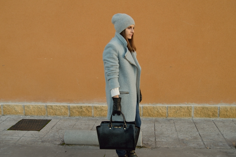 lara-vazquez-madlula-style-chic-grey-coat-fashion-winter