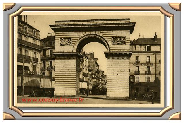 DIJON (Côte-d'Or) Porte Guillaume