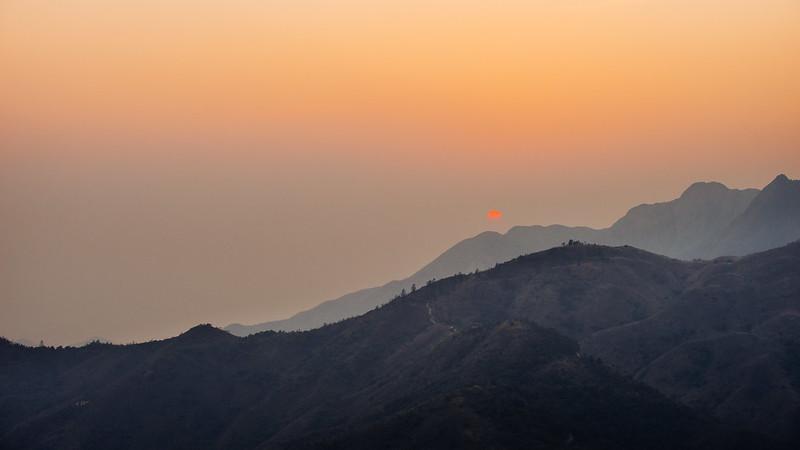 日落、西山。