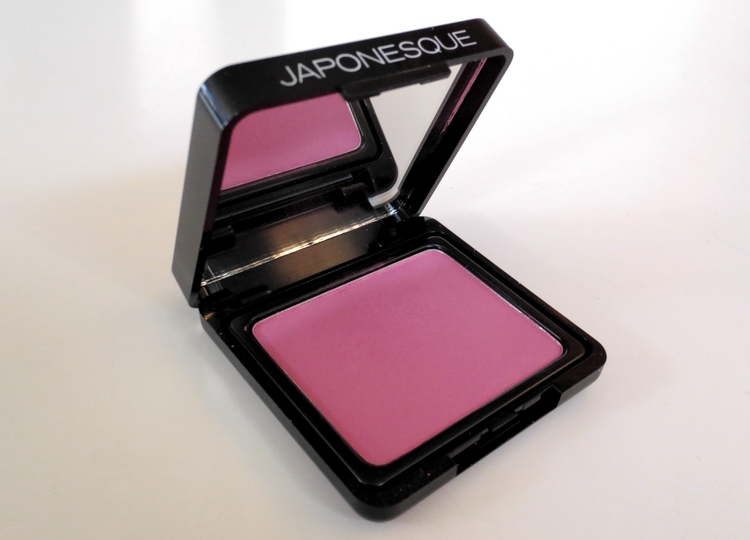 11938330014 d7df02b07a o REVIEW: JAPONESQUE VELVET TOUCH BLUSH
