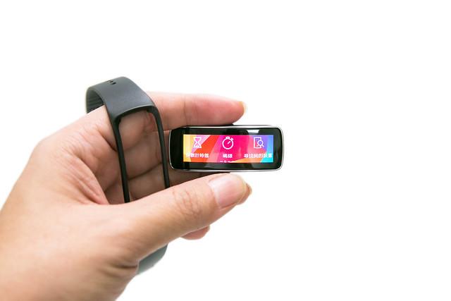 頂尖科技、時尚絕美 – Samsung Gear 2 / Gear Fit 智慧手表 詳測 @3C 達人廖阿輝