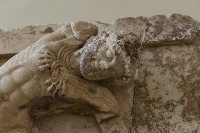 Delphi, The Athenians' Treasury Metopes – Herakles Cycle, 10