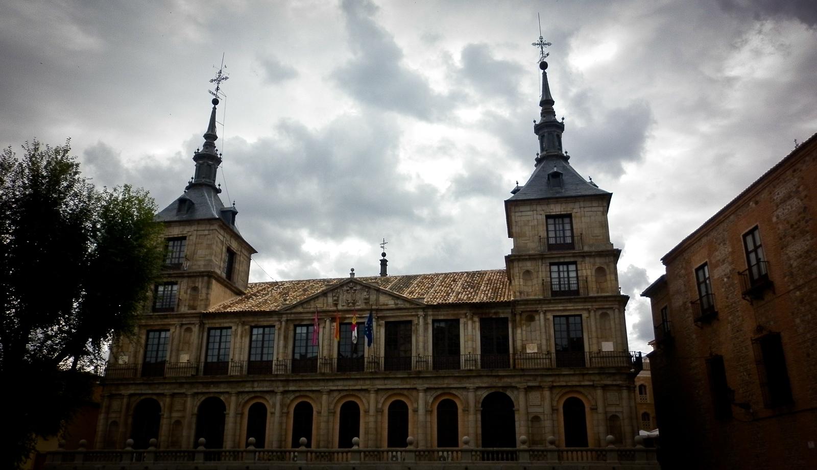 Un paseo por las calles de Toledo. Autor, Sinsistema