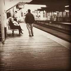 Waiting #vscocam #chicago #chicagol #chicagoel #brownline #blackandwhite