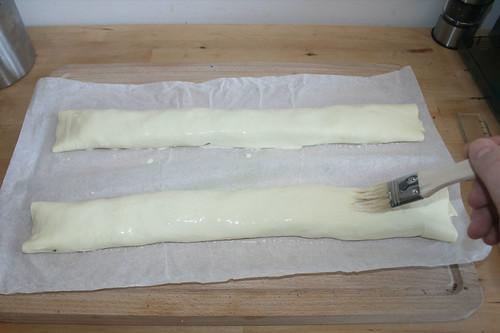 29 - Mit Kondensmilch bestreichen / Spread with condensed milk