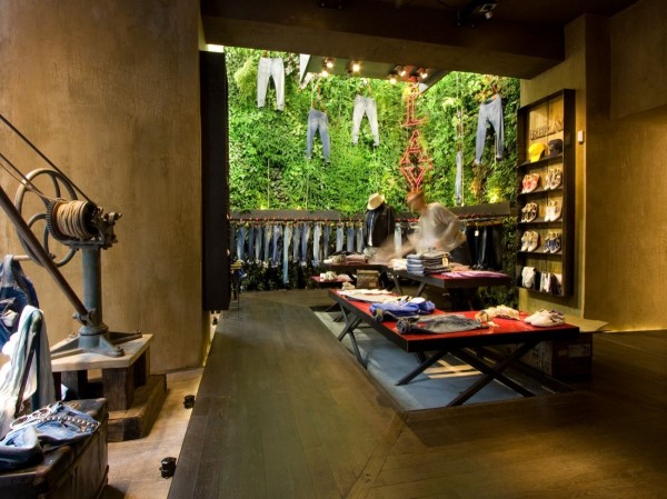 Retail-space-vertical-garden-wall-jeans-600x449