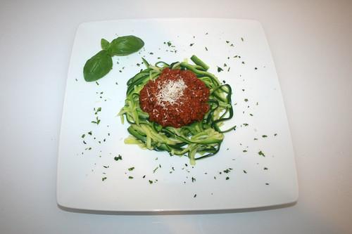 31 - Zucchini-Spaghetti mit Sauce Bolognese / Zucchini spaghetti with sauce bolognese - Serviert
