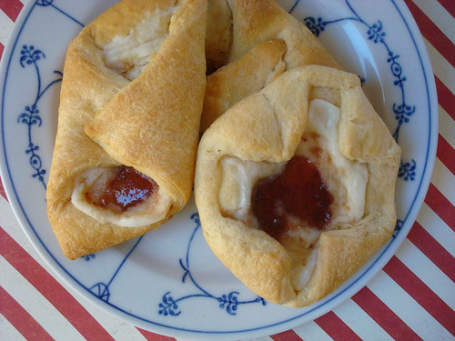 Crescent roll danish