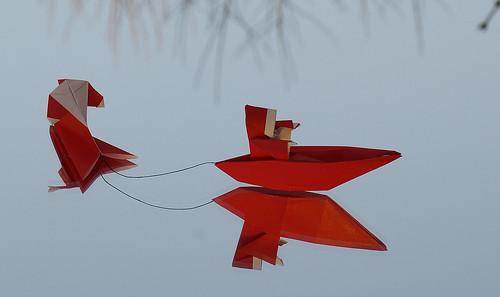 Origami San Nicolás en la  barca (Luis Fernández Pérez) - Origami Santa on skis (Shoko Aoyagi)