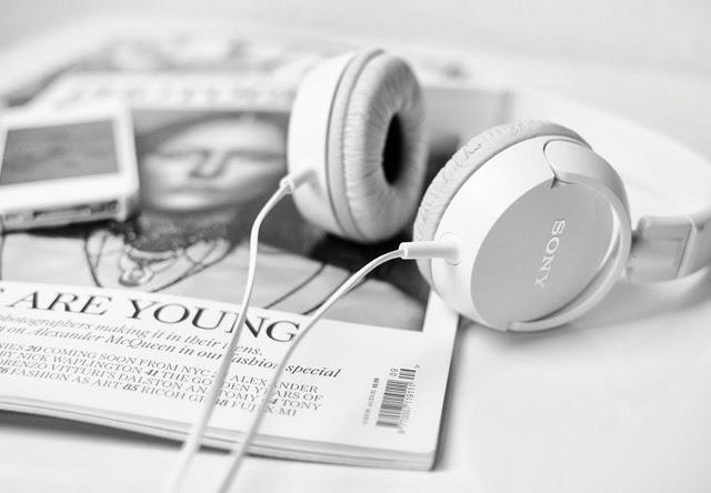 sony-headphones-white