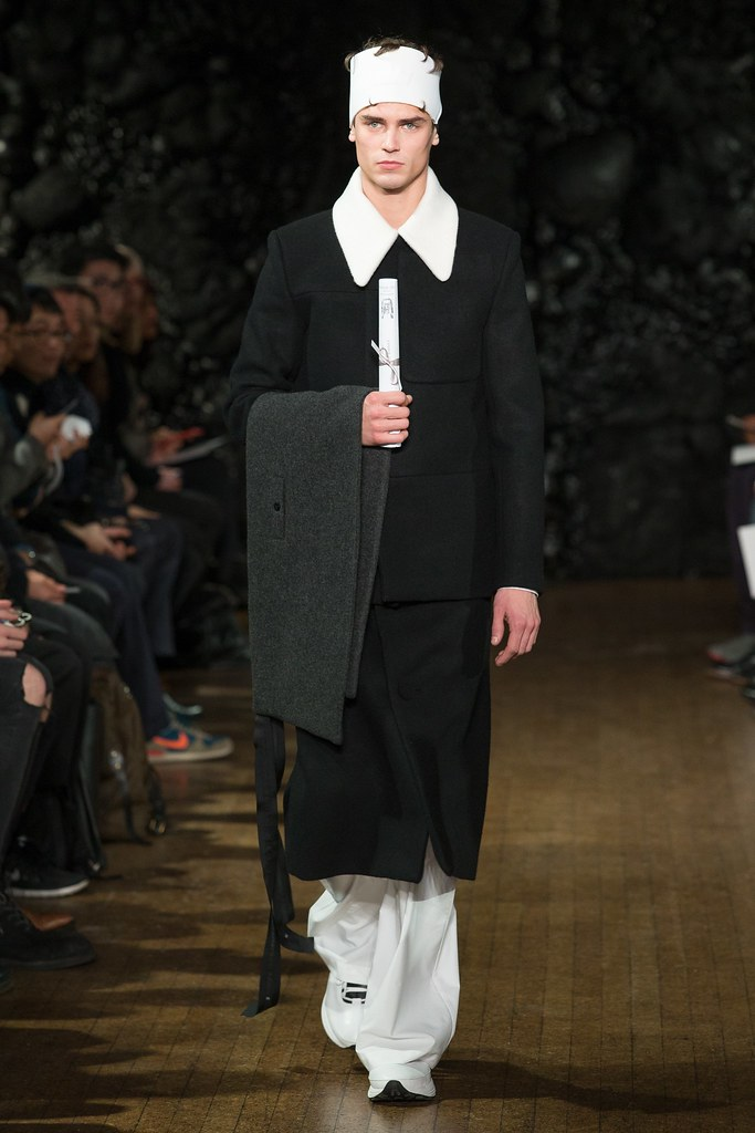 FW14 London Xander Zhou008_Arthur Gosse(VOGUE)