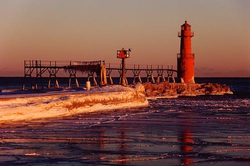 winter sunset lighthouse reflection ice lakemichigan greatlakes nikonf5 fujivelvia100film nikkorafs28300mmf3556gedvr tetenalcolortece63bathkit