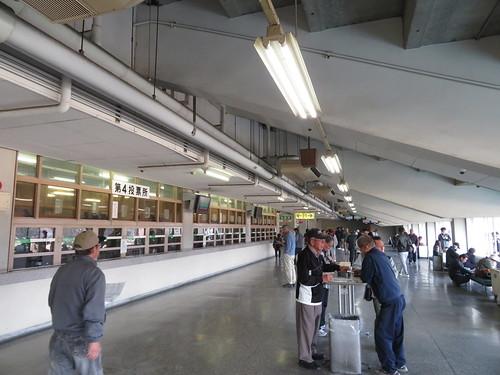 佐賀競馬場の第4投票所付近