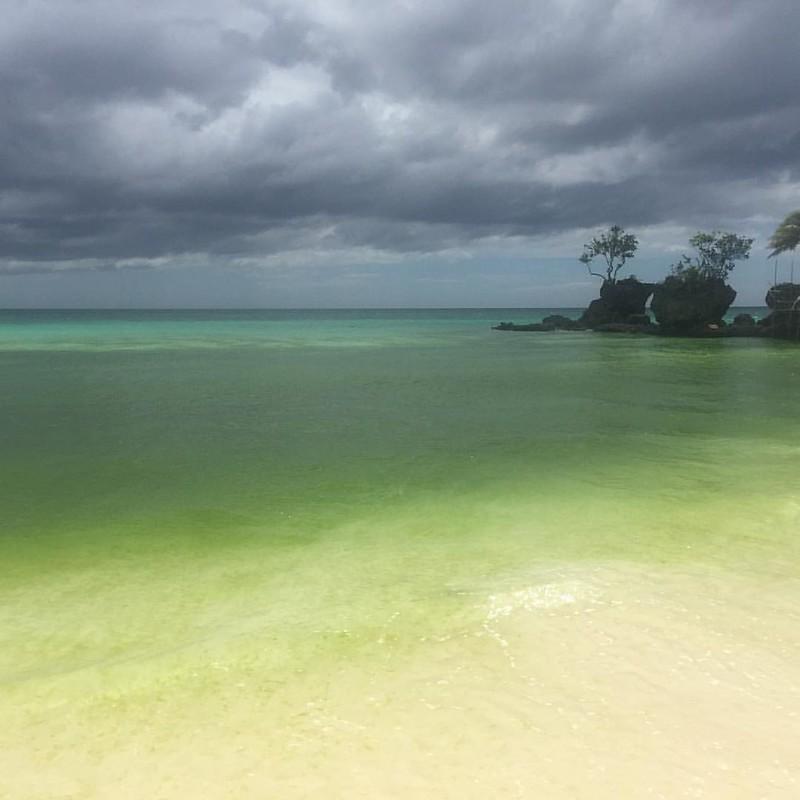 Quien dijo que el mar era azul? #Boracay #whitebeach #kiennoarriesganogana #dia11
