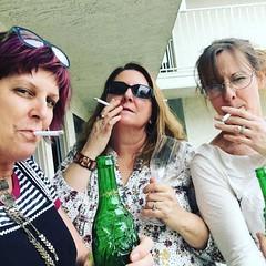 When sisters go bad at Motel 6. Succumbing to the environment. #motel6 #motelhell  #gross #nasty #badyelpreviewforthcoming #smokers #badass