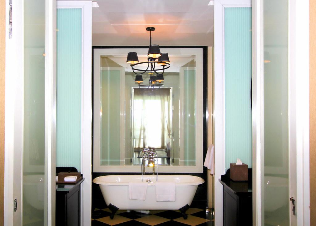 eastern-oriental-victory-annexe-penang-bathtub