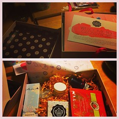 Just opened my first #glossybox #happy days  Glossy Box tests et avis sur la box