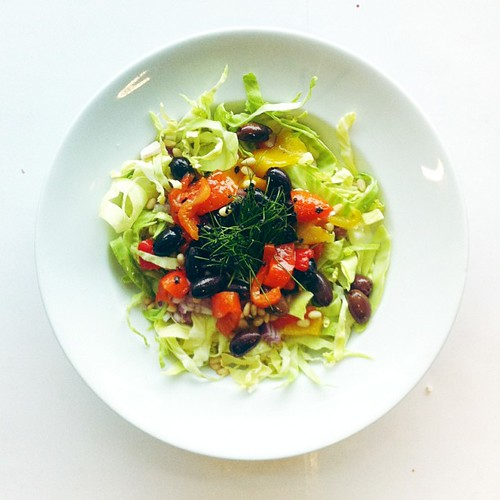 Roasted peppers, black olives, cabbage, garlic sprouts, pine nuts. #vegan #vegetarian #salad #saladporn #saladpride #eatclean #healthnut #healthyfood #healthyfoods #healthylunch #healthysalad #healthyeating #healthyfoodporn #notsaddesklunch #desklunch #fo by Salad Pride