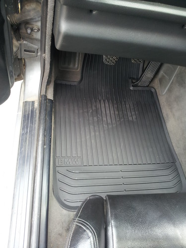 1 series front floor mats do fit e30! photos of front and rear