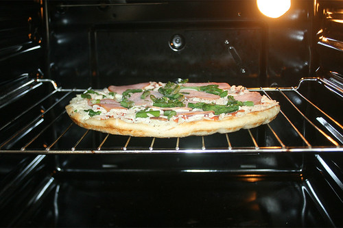 06 - Pizza im Ofen / in oven