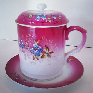 Put a lid on it!  Beautiful new #vintage #china mug with lid and #plate. #vintagechina #floral #pink #vintagetable
