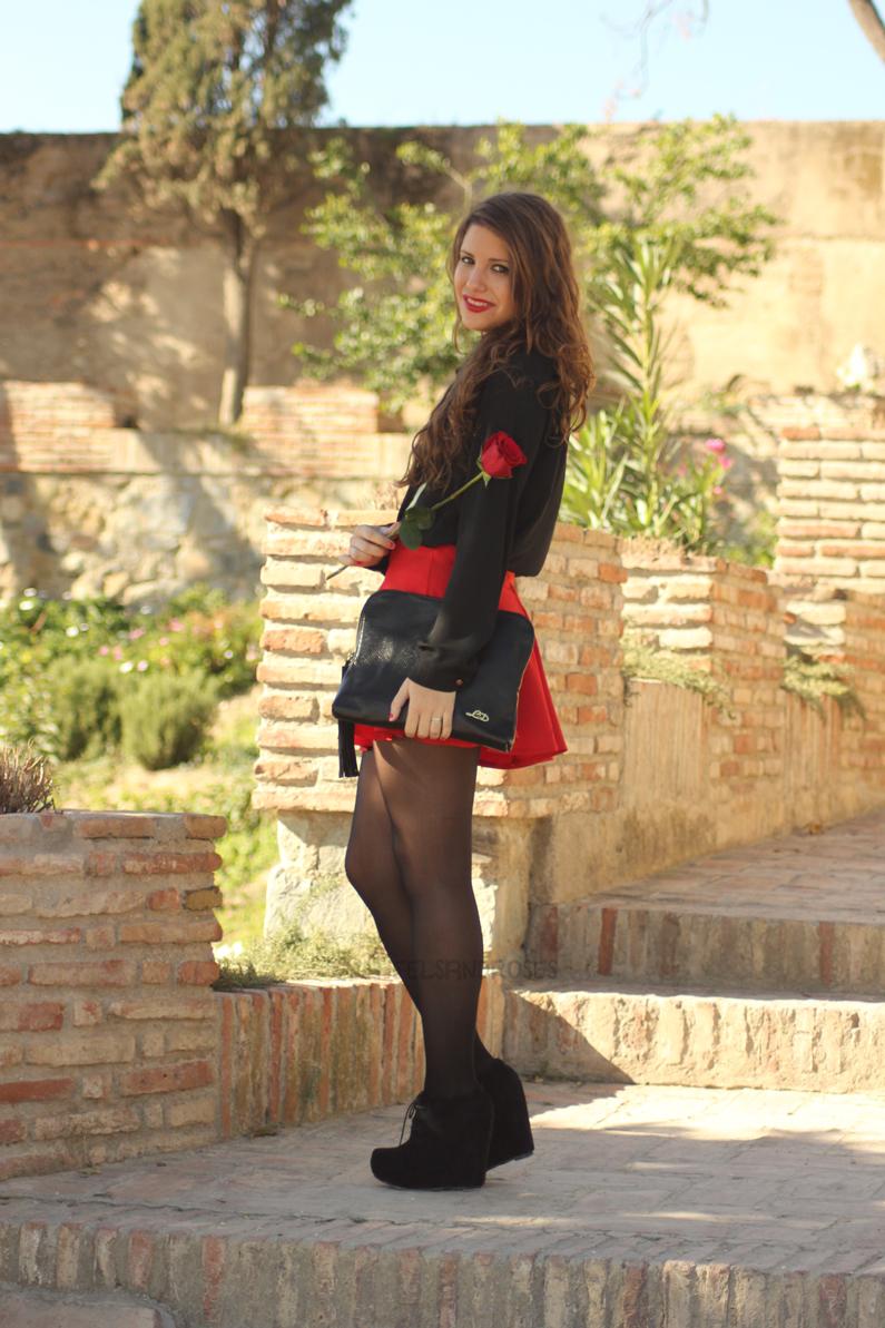 falda-roja-con-blusa-negra-HeelsandRoses-(2)
