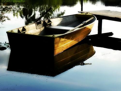 um barco bem vagaroso em busca de férias... by Odete de Paula