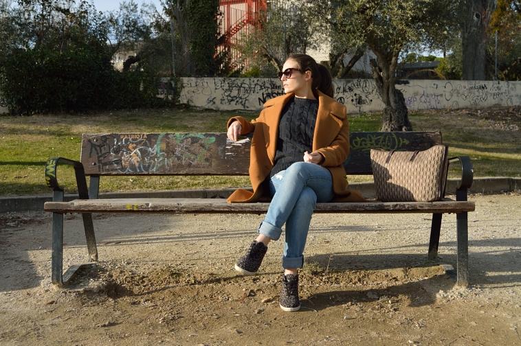lara-vazquez-madlula-blog-brown-coat-casual-look