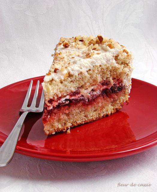 торт миндальный с брусникой 2