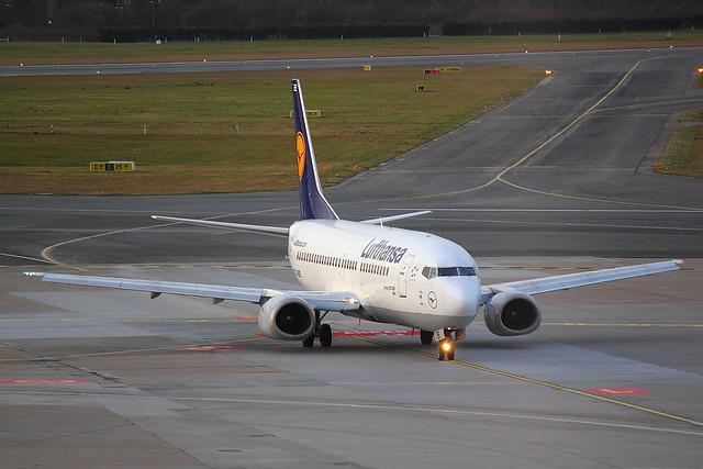 Lufthansa - B733 - D-ABEE (1)
