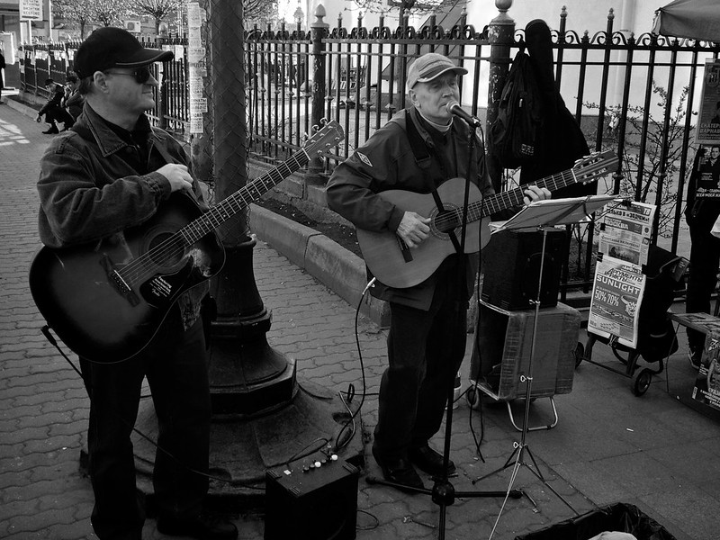 Moscow Walks #02 — Two old chansonniers on streets of Moscow