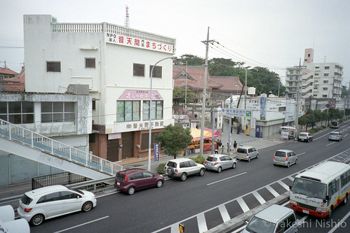 参拝客の車が並ぶ / traffic jam to shrine