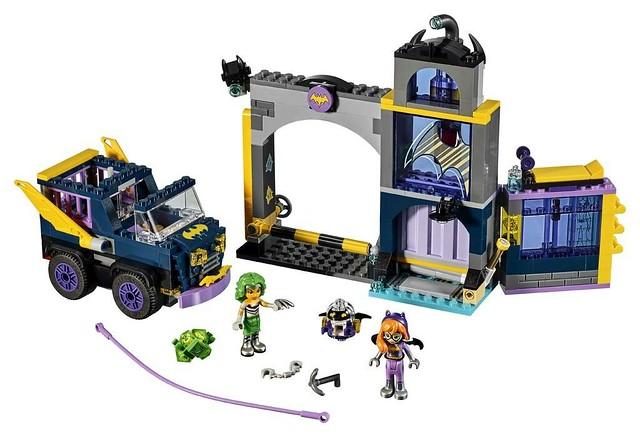 41237 Batgirl Secret Bunker 2