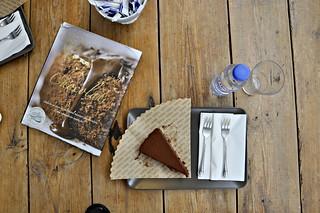 http://hojeconhecemos.blogspot.com.es/2013/05/eat-landeau-chocolate-lisboa-portugal.html