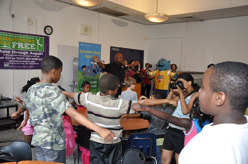 Former Washington Redskins running back Brian Mitchell leads the kids through exercises after talking about how important good nutrition was to his longevity in the NFL.