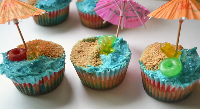 Beach Cupcakes via LittleFerraroKitchen.com