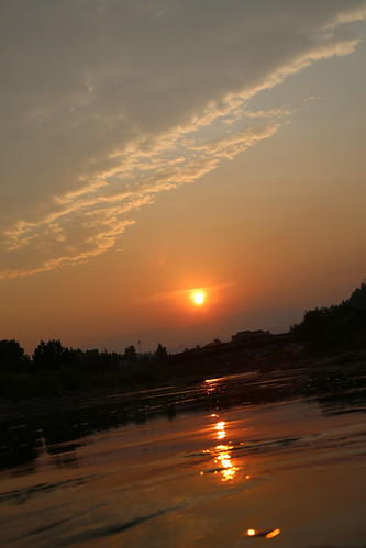 usa sun reflection water sunrise reflections river colorado rocks smoke oranges sanjuanriver watereffect southwesternus ontheriver canon28135 deeporange smokeysunrise canon5dmarkiii sunriseontheriver
