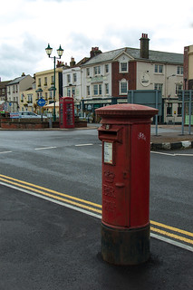 Boite aux lettres et cabine téléphonique typiquement British !