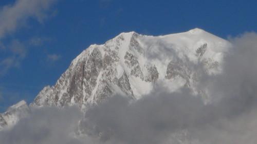 nebbia e neve sui monti