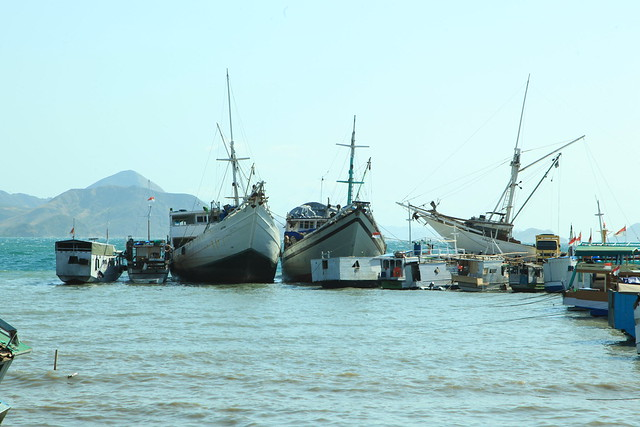 Boats tied together, Labuan Bajo, Flores